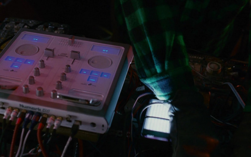 Numark DJ Controller of Danny DeVito as Buddy Hall in Deck the Halls (1)