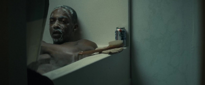 Pabst Blue Ribbon Beer Can of Anthony Mackie as Steve Denube in Synchronic Movie (1)