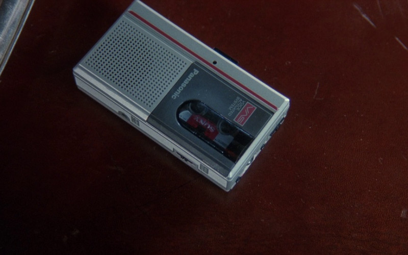 Panasonic Cassette Voice Recorder in The Bonfire of the Vanities (1990)