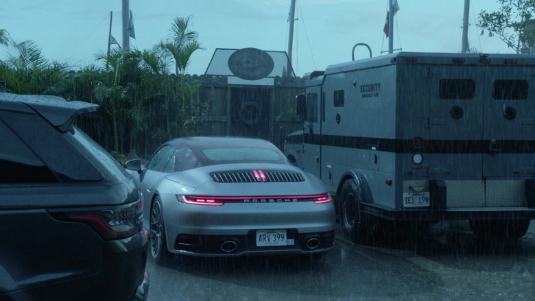 Porsche 911 Carrera 4S Convertible Sports Car in Magnum P.I. S03E05 (3)