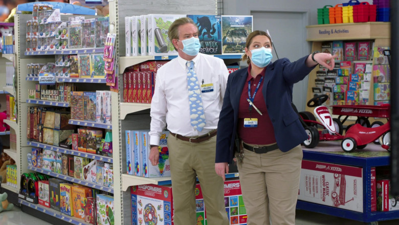 Radio Flyer in Superstore S06E06 (2)