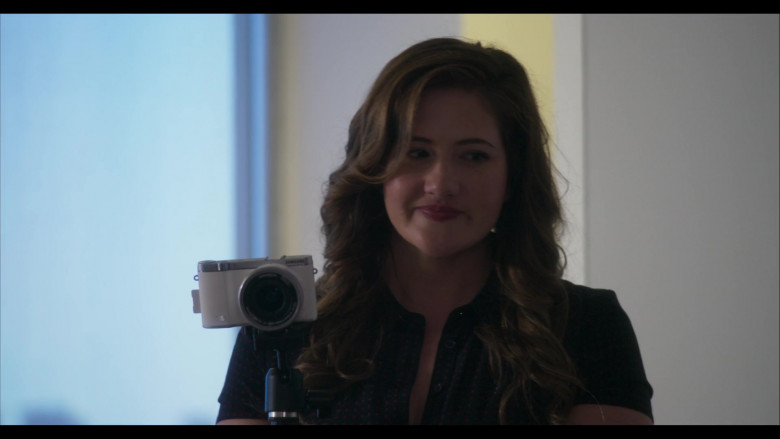 Samsung Camera in Everyone Is Doing Great S01E01 Pilot (1)