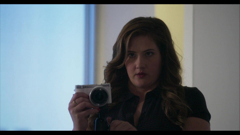 Samsung Camera in Everyone Is Doing Great S01E01 Pilot (2)