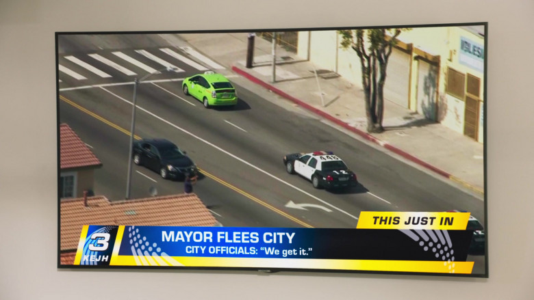 Samsung Television in Mr. Mayor S01E01 (2)
