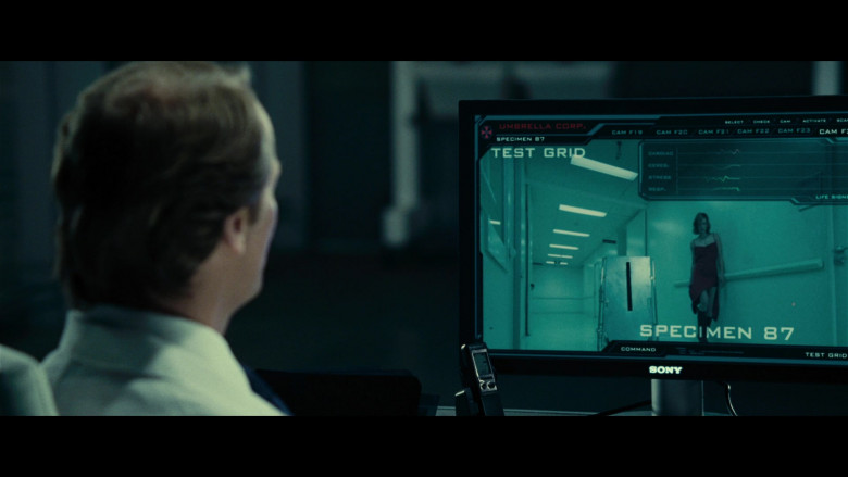Sony Computer Monitor of Iain Glen as Dr. Alexander Isaacs in Resident Evil Extinction (2)