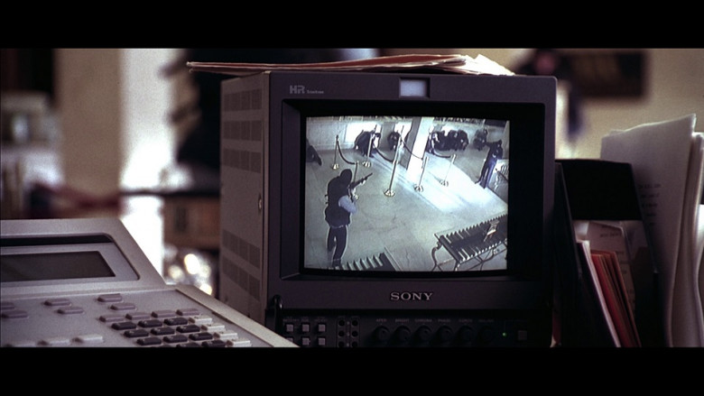 Sony HR Trinitron Monitor in Don't Say a Word (2001)