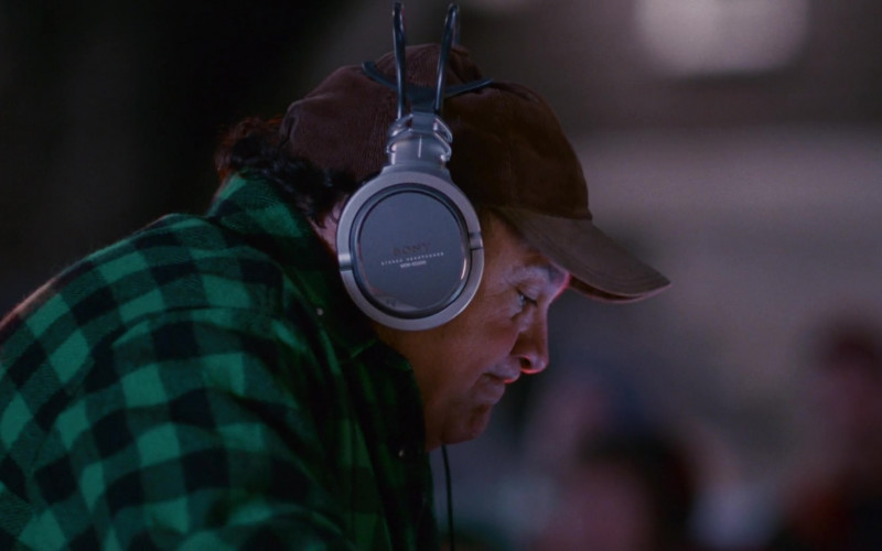 Sony Headphones of Danny DeVito as Buddy Hall in Deck the Halls (2)