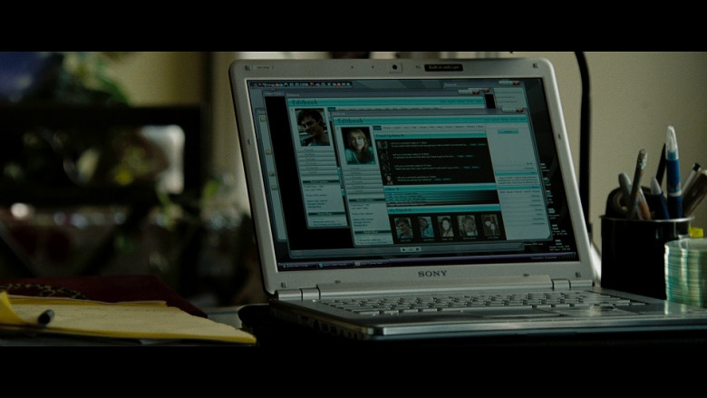 Sony Laptop in The Taking of Pelham 123 (2009)