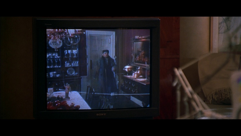 Sony Trinitron Television in Don't Say a Word (2001)