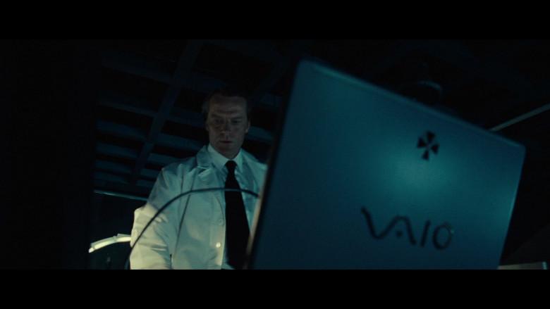 Sony Vaio Laptops of Iain Glen as Dr. Alexander Isaacs in Resident Evil Extinction (1)