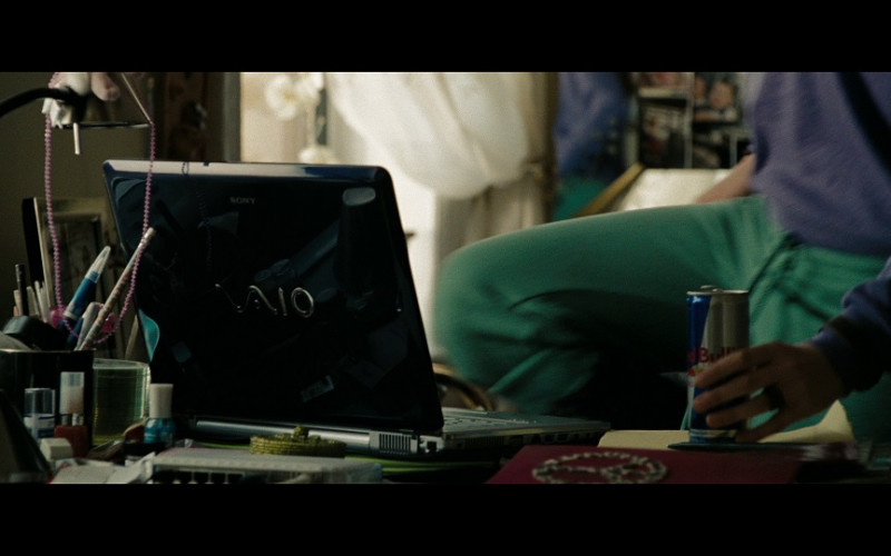 Sony Vaio Notebook and Red Bull Energy Drink in The Taking of Pelham 123 (2009)