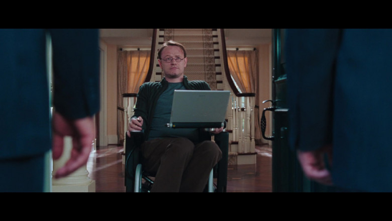 Sony Vaio Notebook of Jared Harris as Dr. Charles Ashford in Resident Evil Apocalypse (1)