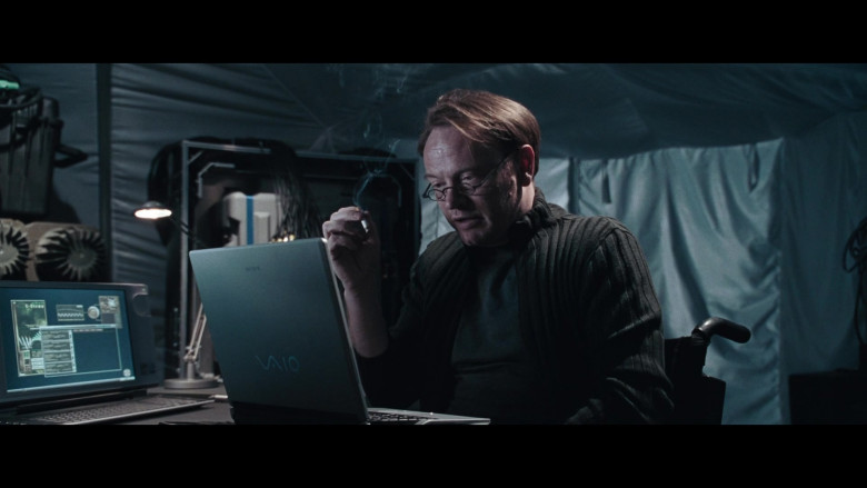 Sony Vaio Notebook of Jared Harris as Dr. Charles Ashford in Resident Evil Apocalypse (4)