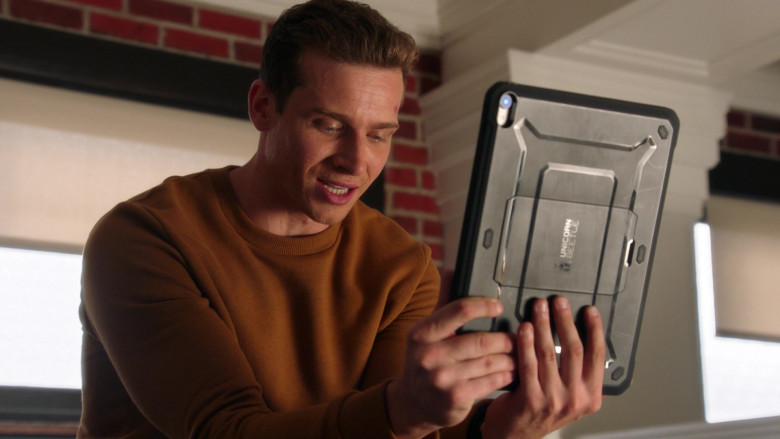 SupCase Unicorn Beetle Tablet Case in 9-1-1 S04E02 (1)