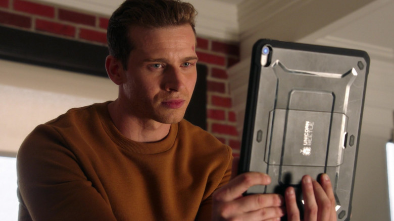SupCase Unicorn Beetle Tablet Case in 9-1-1 S04E02 (2)
