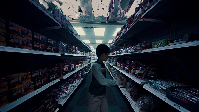 Twinkies, Vachon Jos Louis, M&M's, Bounty, 3 Musketeers Chocolate Bars in American Gods S03E02 Serious Moonlight (2021)