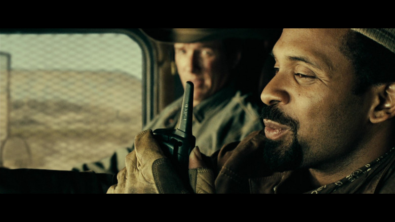 Uniden Radio of Mike Epps as Lloyd Jefferson 'L.J.' Wade in Resident Evil Extinction (2007)