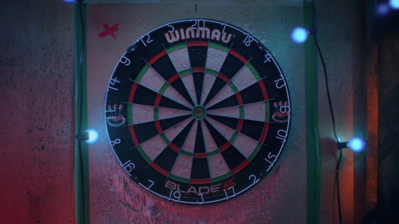 Winmau Blade 5 Dual Core Bristle Dartboard in Bonding S02E02 Dog Days (2021)