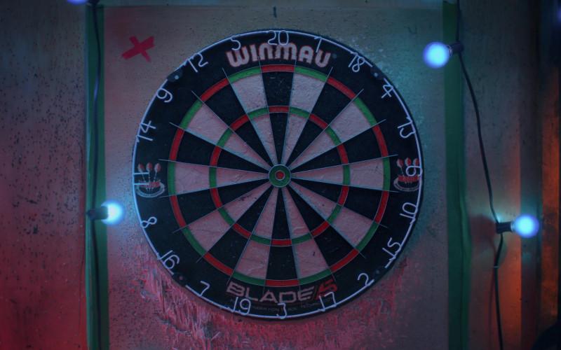 Winmau Blade 5 Dual Core Bristle Dartboard in Bonding S02E02 Dog Days (2021)