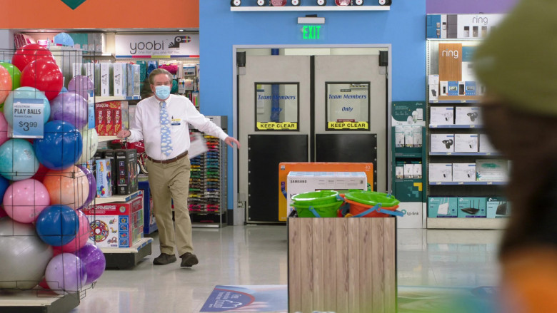 Yoobi Stationery, Samsung TV Box, Ring and TP-Link Devices in Superstore S06E06 (1)