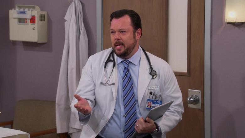 3M Littmann Stethoscope of Michael Gladis as Dr. Fisher in The Neighborhood S03E10 (1)