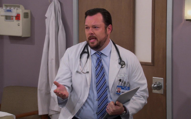 3M Littmann Stethoscope of Michael Gladis as Dr. Fisher in The Neighborhood S03E10 (1)
