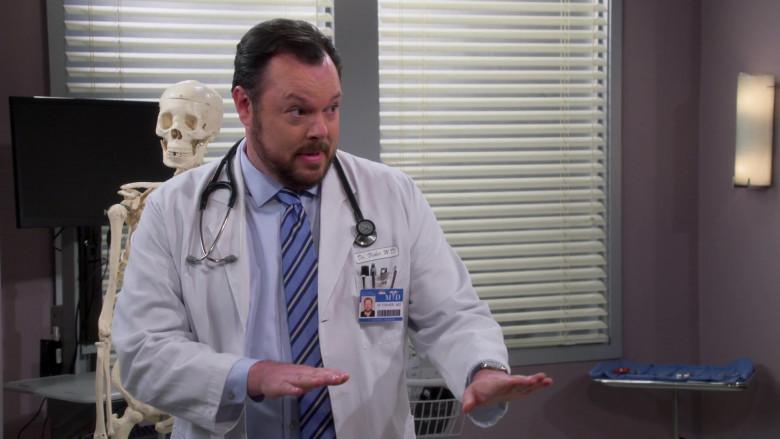 3M Littmann Stethoscope of Michael Gladis as Dr. Fisher in The Neighborhood S03E10 (2)