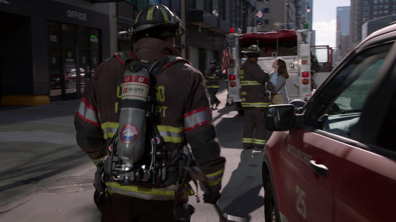 3M Scott Fire & Safety Equipment in Chicago Fire S09E05 (1)