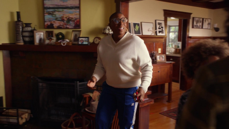 Adidas Women's Blue Track Pants of Aisha Hinds as Henrietta 'Hen' Wilson in 9-1-1 S04E03 (1)
