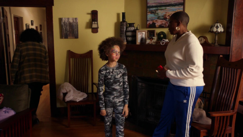 Adidas Women's Blue Track Pants of Aisha Hinds as Henrietta 'Hen' Wilson in 9-1-1 S04E03 (2)