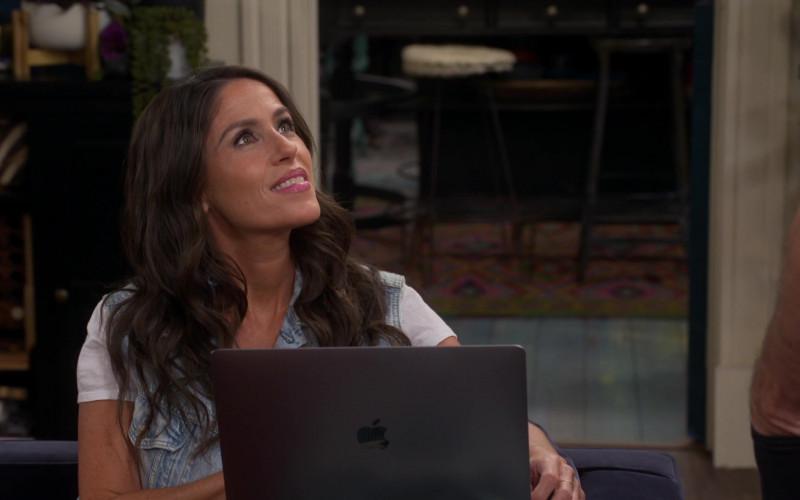 Apple MacBook Air Laptop of Soleil Moon Frye in Punky Brewster S01E05 (3)