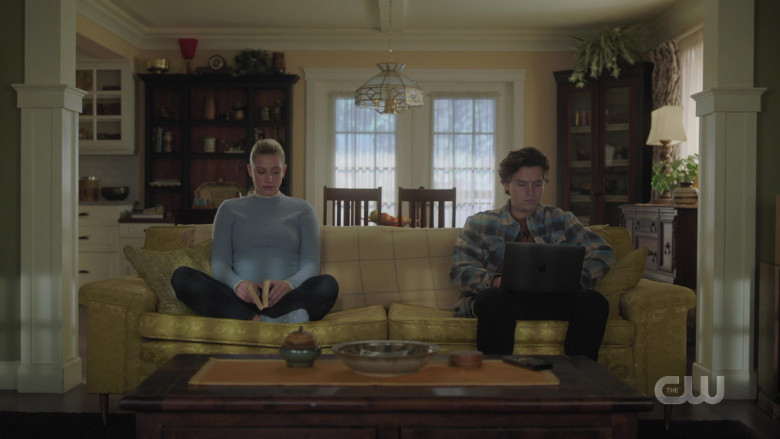 Apple MacBook Laptop Used by Actor Cole Sprouse as Jughead Jones in Riverdale S05E03