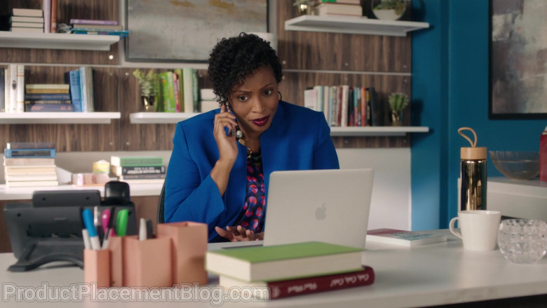 Apple MacBook Laptop Used by Actress in Workin' Moms S05E01 The Carlsons Move to Calgary (2021)