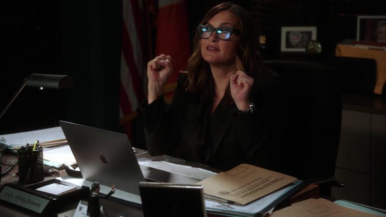 Apple MacBook Laptop Used by Mariska Hargitay as Olivia Benson in Law & Order SVU S22E08 (2)