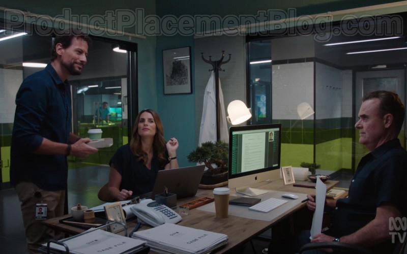 Apple MacBook Laptop and iMac Computer in Harrow S03E01 Marta Semper Cerva Est (2021)