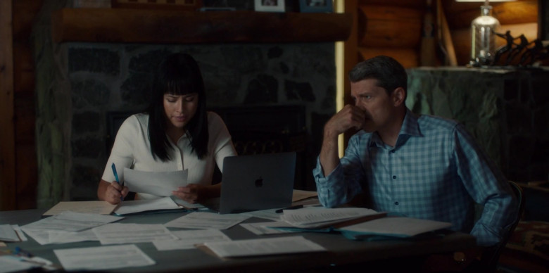 Apple MacBook Laptop in Burden of Truth S04E04 Scorched Earth (2021)