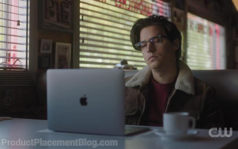 Apple MacBook Laptop of Cole Sprouse as Jughead Jones in Riverdale S05E05
