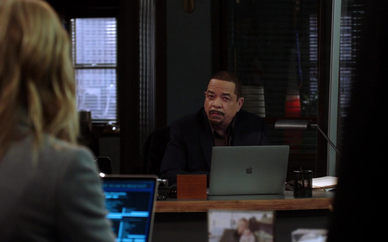 Apple MacBook Laptop of Ice-T as Odafin 'Fin' Tutuola in Law & Order SVU S22E07 (1)