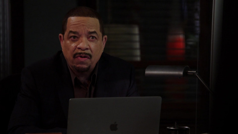 Apple MacBook Laptop of Ice-T as Odafin 'Fin' Tutuola in Law & Order SVU S22E07 (2)