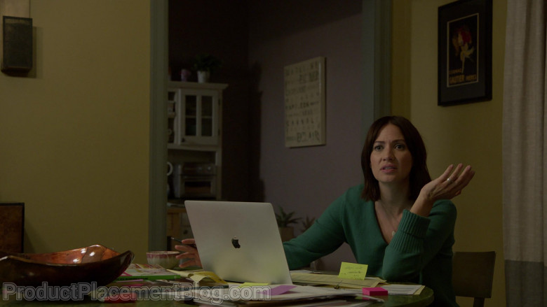Apple MacBook Laptop of Kristen Gutoskie as Chloe in Chicago Fire S09E07 (1)