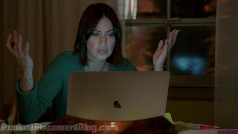 Apple MacBook Laptop of Kristen Gutoskie as Chloe in Chicago Fire S09E07 (2)
