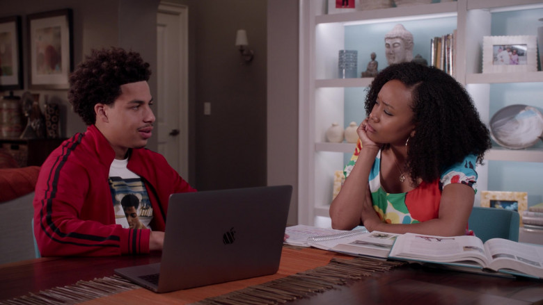Apple MacBook Laptop of Marcus Scribner as Junior in Black-ish S07E10 What About Gary (2021)