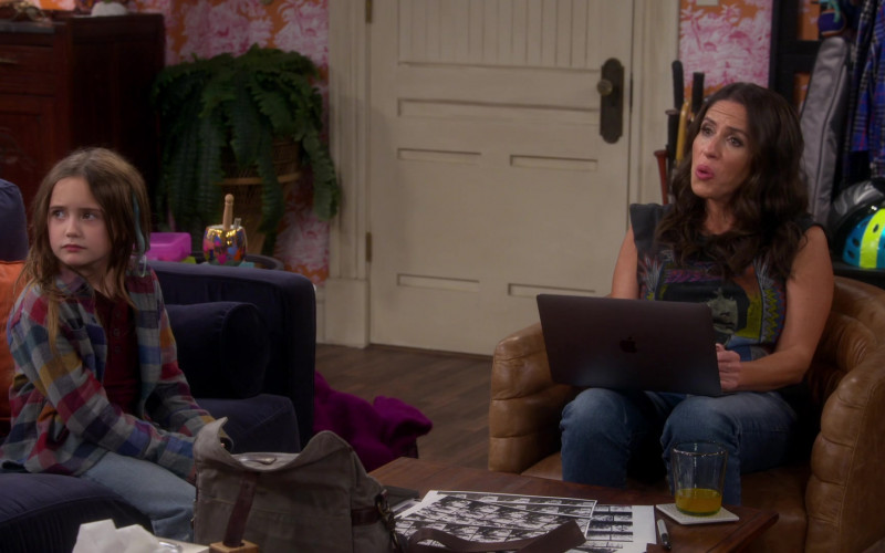 Apple MacBook Laptop of Soleil Moon Frye as Punky Brewster in Punky Brewster S01E07