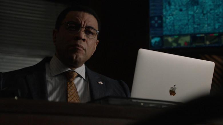 Apple MacBook Pro Laptop in The Blacklist S08E05 TV Series (1)