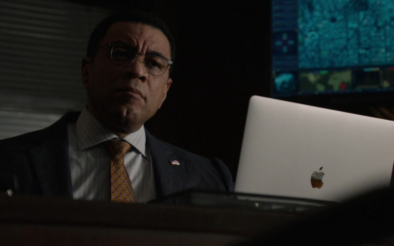 Apple MacBook Pro Laptop in The Blacklist S08E05 TV Series (1)