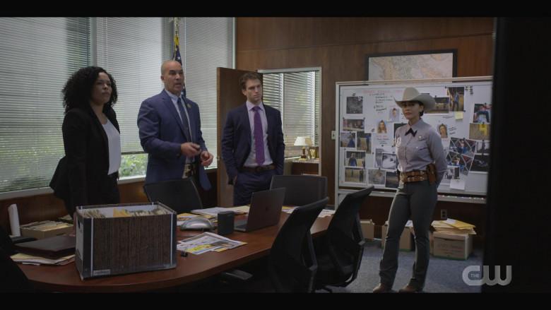 Apple MacBook Pro Laptop in Walker S01E05 (1)