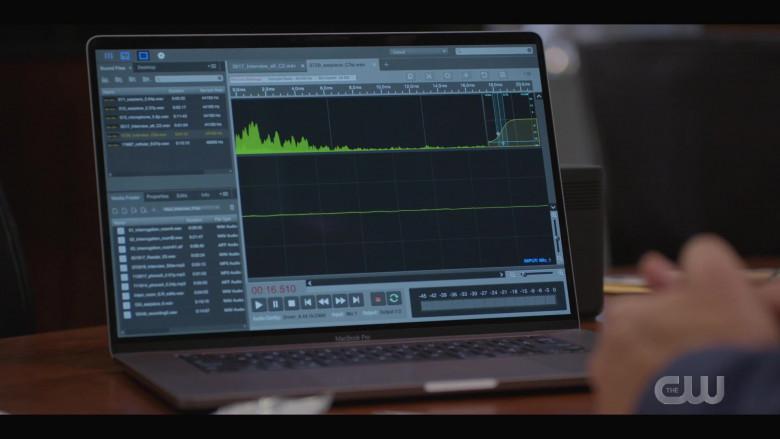 Apple MacBook Pro Laptop in Walker S01E05 (4)
