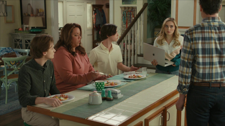 Apple MacBook Pro Laptop of Actress Meg Donnelly as Taylor Otto in American Housewife S05E10 Getting Frank With the Ottos (2021)