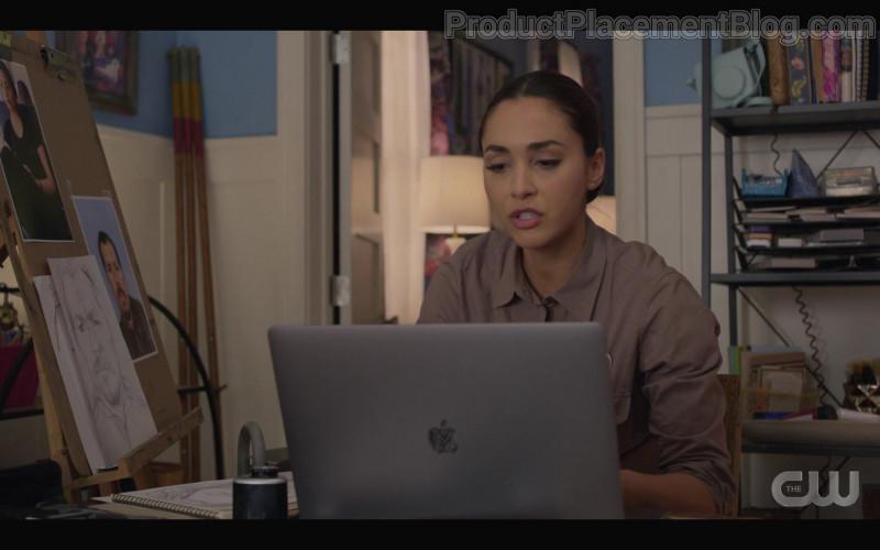 Apple MacBook Pro Laptop of Lindsey Morgan as Micki Ramirez in Walker S01E04