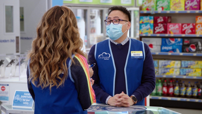 Apple Watch of Nico Santos as Mateo in Superstore S06E08 Ground Rules (1)